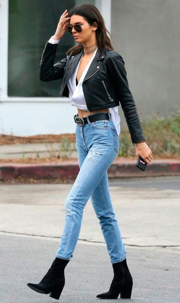 Kendall Jenner - calca-jeans-camiseta-branca-jaqueta-couro-bota - Sock Boots - meia estação - street style