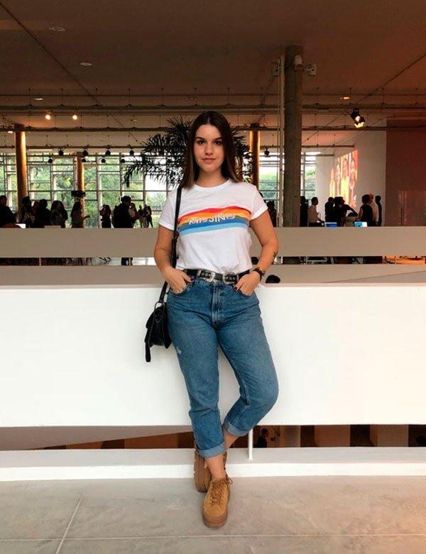 Lara Lincoln - t-shirt-calca-mom-jeans-tenis - mom jeans - verão - street style SPFW