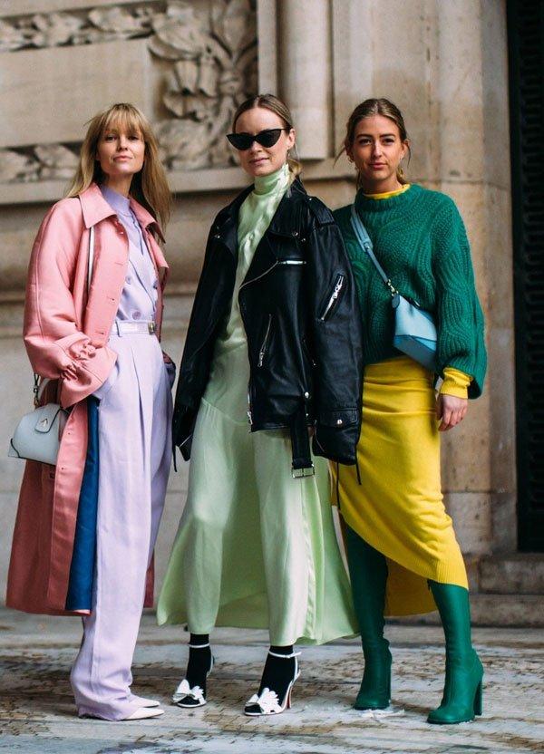 it girl - bota-verde-saia-amarela-casaco-rosa-vestido-verde - vestido  - meia estação - street style