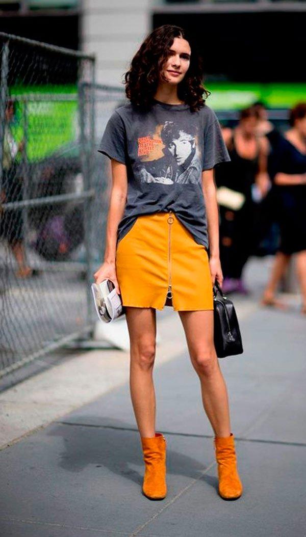 It Girl - saia-amarela-bota-amarela-camiseta-estampada - camiseta - Meia Estação - Street Style