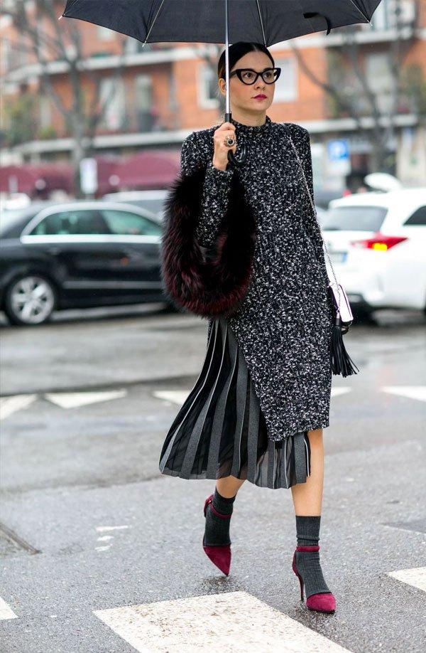 it girl - saia-casaco-preto-pele-fake - saia - meia estação - street style