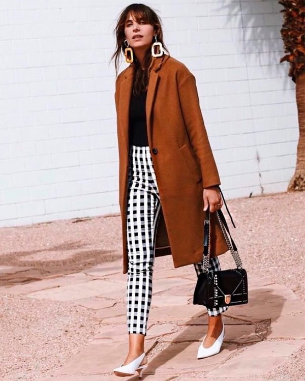 It Girl - calça-xadrez-preto-branco-overcoat-marrom-sling-back-branco - sling back - Meia Estação - Street Style