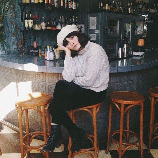 Taylor LaShae - tricot-off-white-calça-preta-boina - boina - inverno - street style