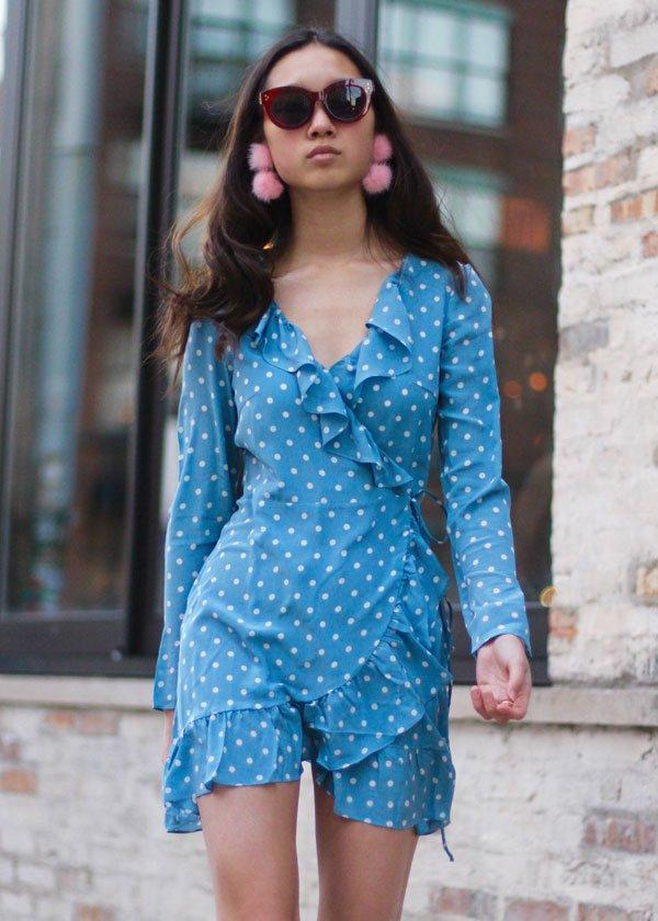 it-girl - vestido-poa-azul-wrap-dress - wrap dress - verão - street style