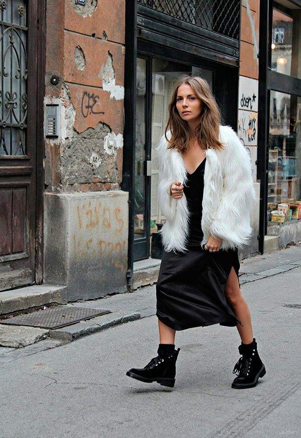 It Girl - casaco-branco-pelos-vestido-preto-coturno - faux fur - outono - Street Style