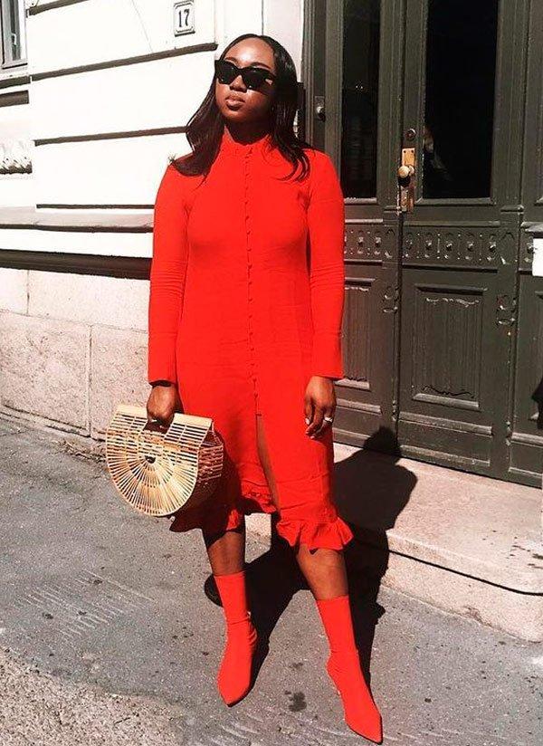 it-girl - vestido-vermelho-bota-bolsa-palha - Sock Boots - meia estação - street style