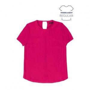 Blusa Feminina Básica Em Tecido De Viscose E Modelagem Regular