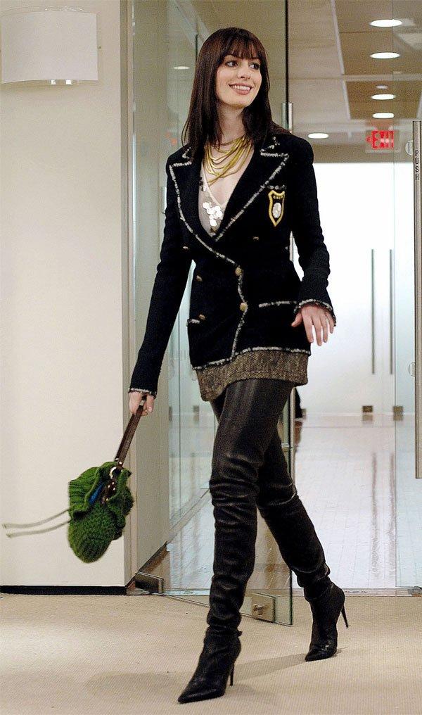 Anne Hathaway - blazer-bota-over-the-knee-couro - bota over the knee - meia estação - street style