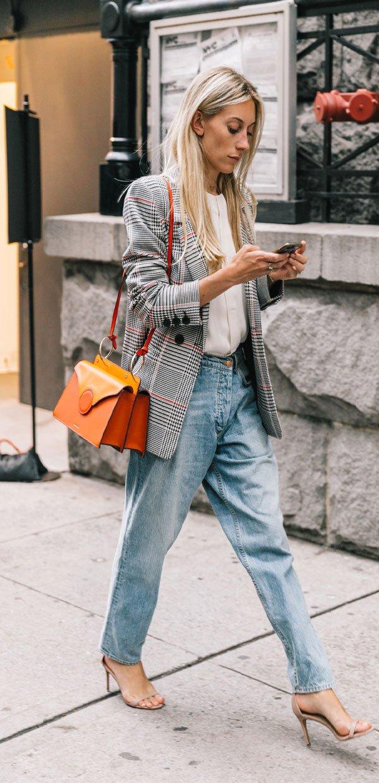 it girl - calca-jeans-blazer-xadrez-bolsa-laranja - xadrez - meia estação - street style