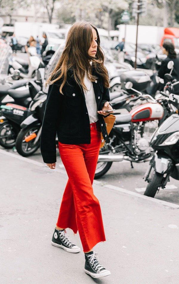 it girl - calca-vermelha-all-star-preto-blusa-preta - all star - inverno - street style