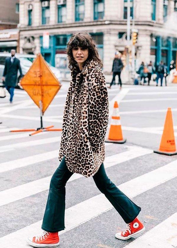 it girl - casaco-oncinha-calca-vermelha-all-star - all star - inverno - street style