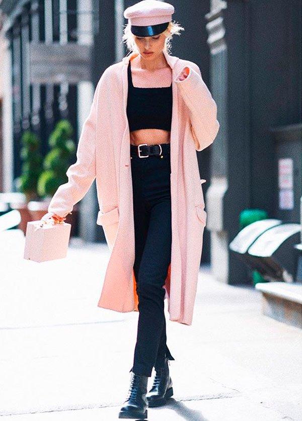 Elsa Hosk - casaco-rosa-calca-bolsa-rosa-coturno - coturno - meia estação - street style