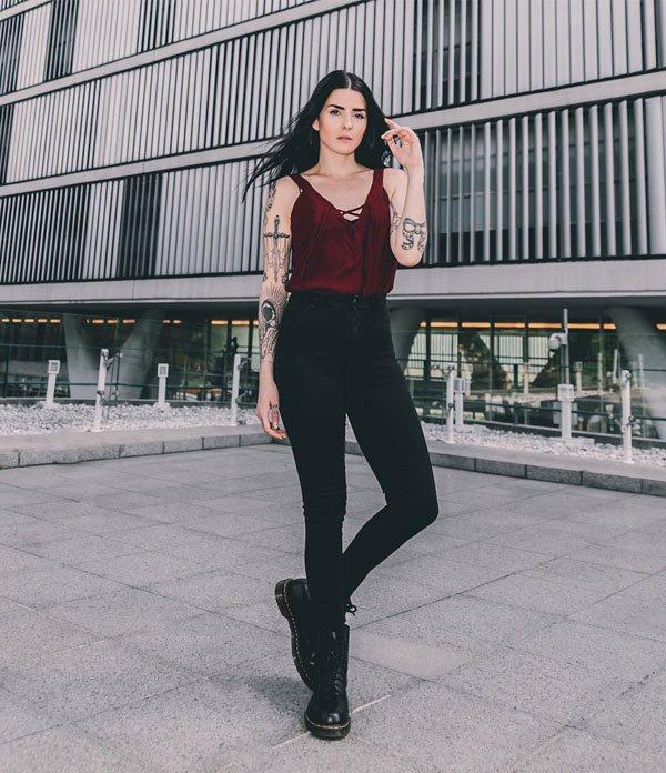 Fernanda Minillo - calça-preta-regada-bordo - calça-preta - meia estação - street style