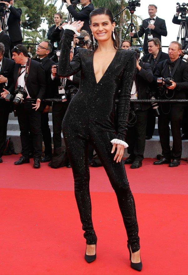 Isabeli Fontana veste Philosophy di Lorenzo - macacao-gala-look - macacao-brilho - verão - Festival de Cannes 2018