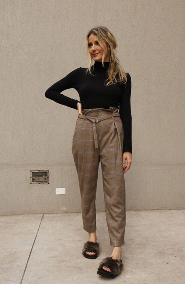 Karina Facci - calça-xadrez-office-look-slide-pelos - slide-pelos - meia estação - street style