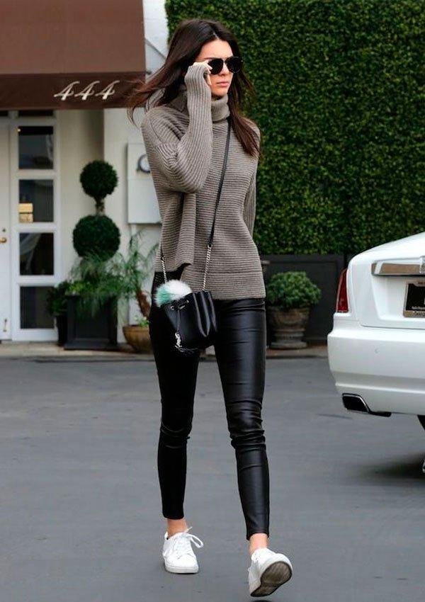 Kendall Jenner - tricot-calca-verniz-tenis-bucket-bag - bucket bag - inverno - street style