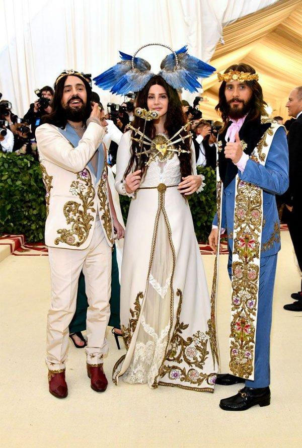 Alessandro Michele, Lana Del Rey e Jared Leto - vestido-blazer-branco-bordado - vestido  - meia estação - street style