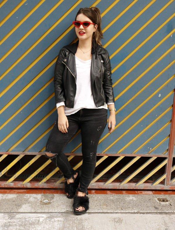 Lara Lincoln - calça-destroyed-blusa-branca-jaqueta-couro-slide-pelos - slide-pelos - inverno - street style
