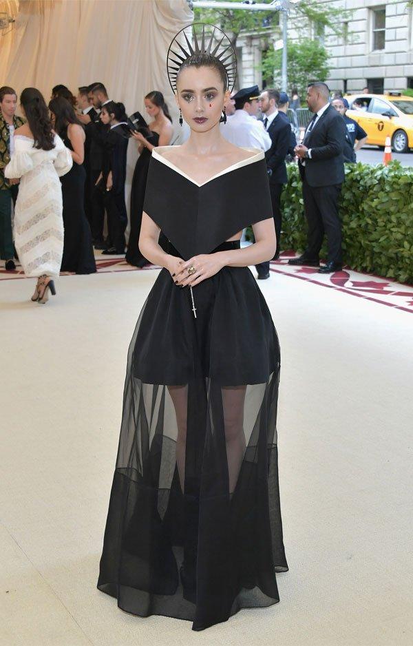 Lily Collins - vestido-preto-transparente - vestido  - meia estação - street style