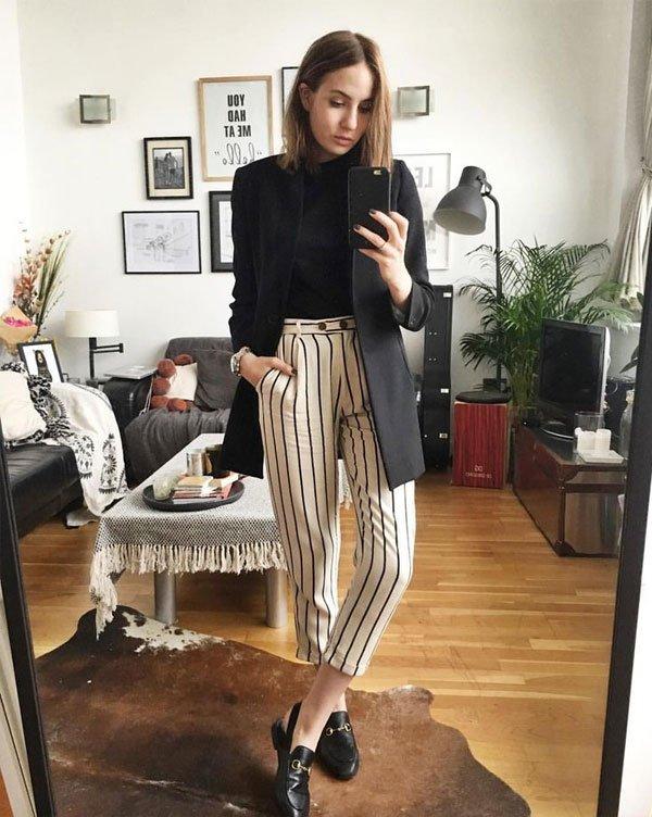 Lizzy Hadfield - calça-listrada-blusa-preta-blazer - calça-listrada - meia estação - office look