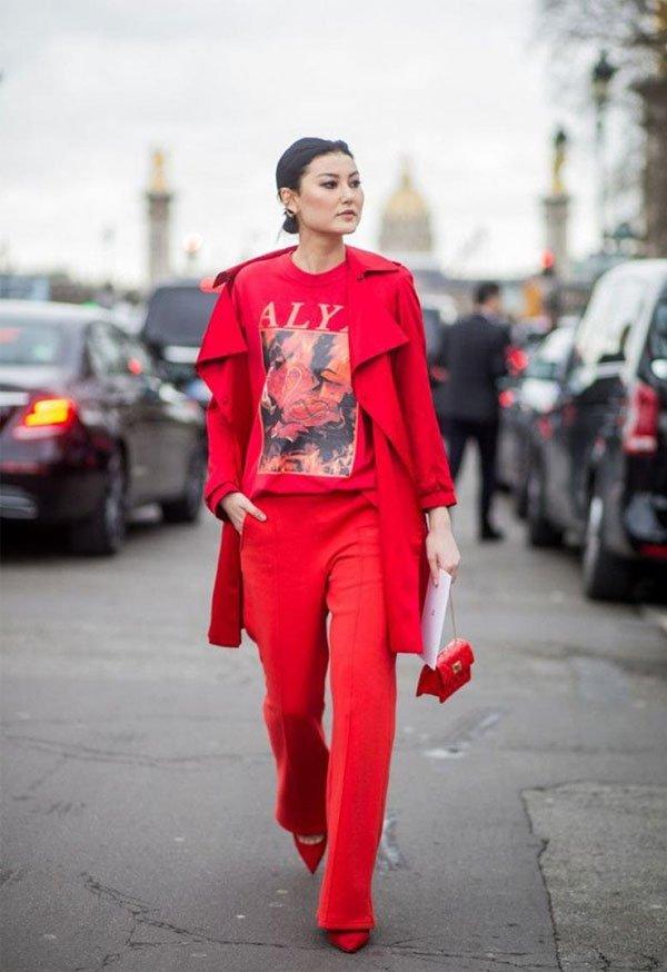 it girl - calca-tshirt-scarpin-blazer - monocromático - inverno - street style