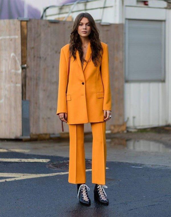 it girl - calca-amarela-blazer-amarelo - monocromático - inverno - street style