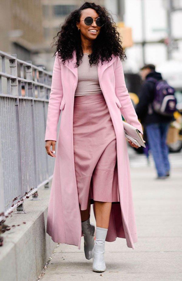 it girl - casaco-rosa-saia - monocromático - inverno - street style