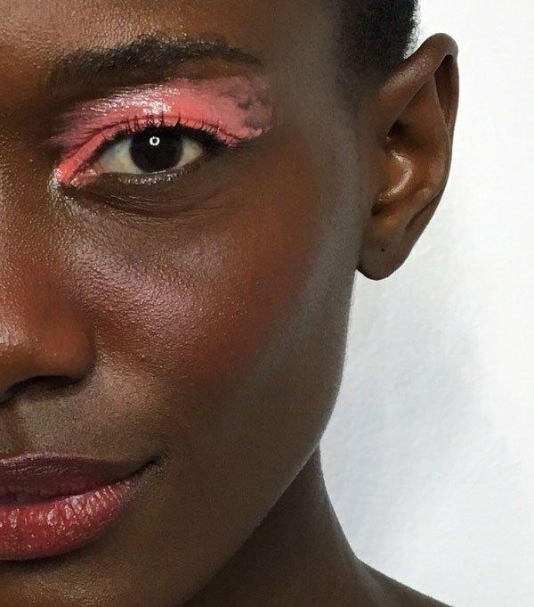 modelo - maquiagem-beleza-sombra-glossy-colorida - sombra-glossy - verão - estúdio