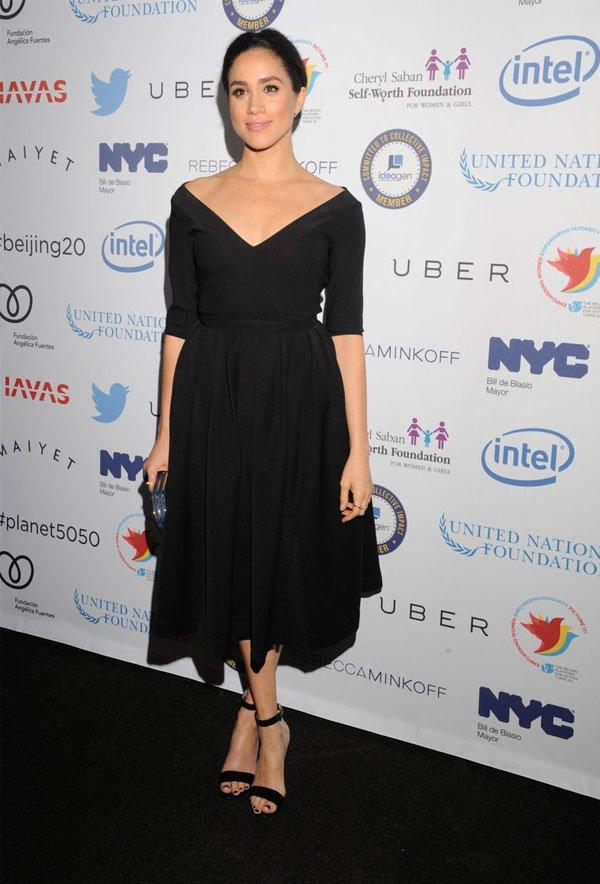 Meghan Markle  - vestido-preto - vestido-preto - meia estação - street style