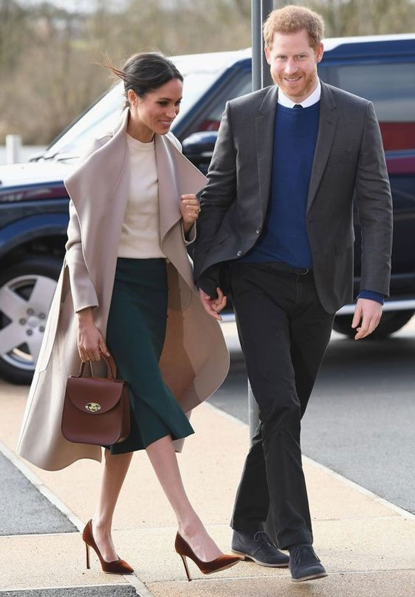 Meghan Markle  - saia-midi-tricot-overcoat - saia-midi - inverno - street style