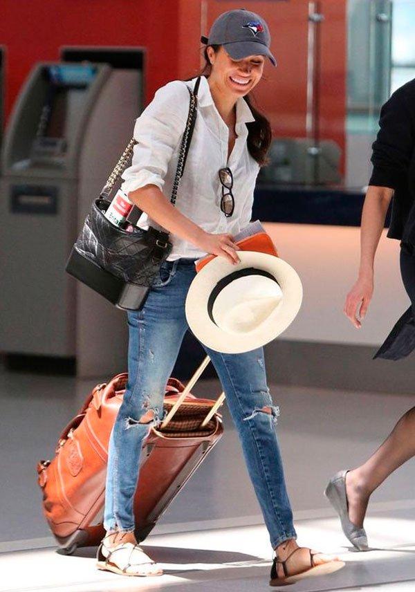 Meghan Markle - camisa-branca-jeans-flat - flat - meia estação - street style
