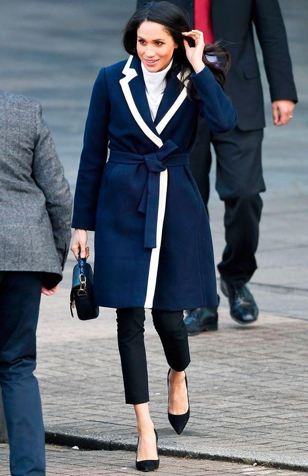 Meghan Markle - casaco-azul-calca-scarpin - scarpin - inverno - street style
