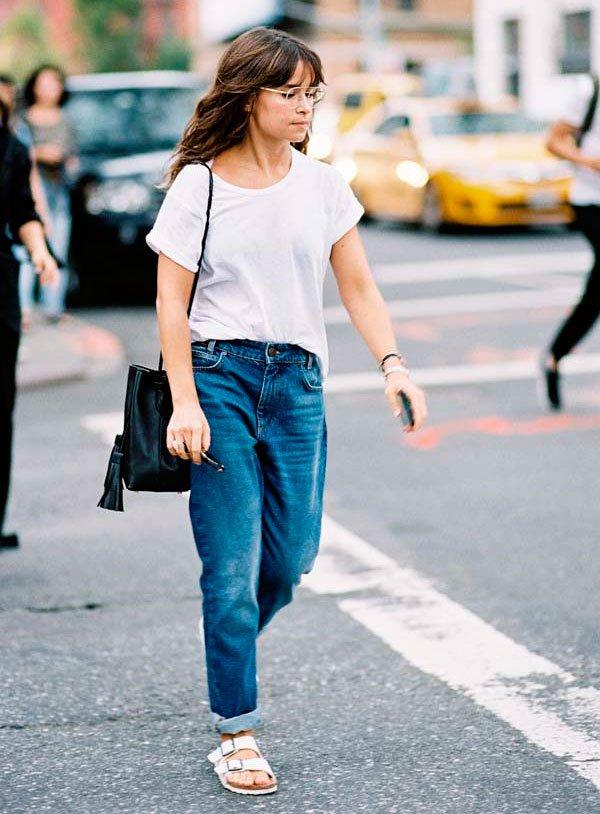 Miroslava Duma - t-shirt-branca-calca-jeans-look-bucket-bag - bucket bag - verão - street style