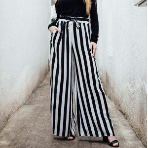 Calça Pantalona Listrada Tamanho: M - Cor: Preto E Branco