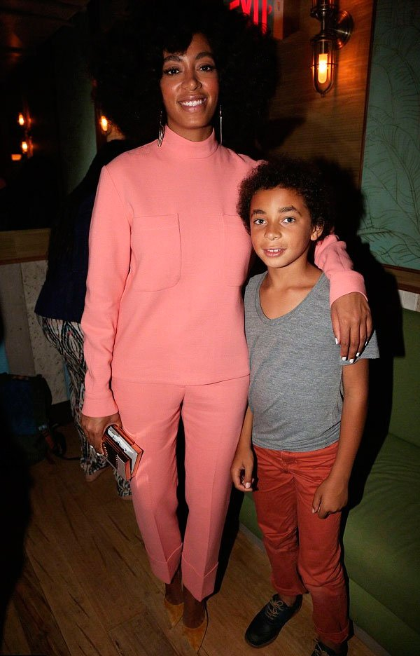 Solange Knowles e Daniel Julez - tricot-calca-rosa-look - monocromático - meia estação - evento