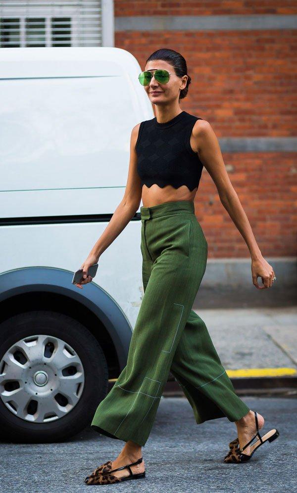 it girl - top-preto-oculos-verde-calca-verde - óculos colorido - meia estação - street style
