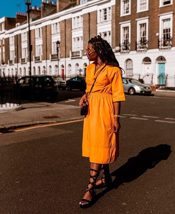 Uzy Nwachukwu/Reprodução - vestido-amarelo-flat - vestido amarelo - verão - street style