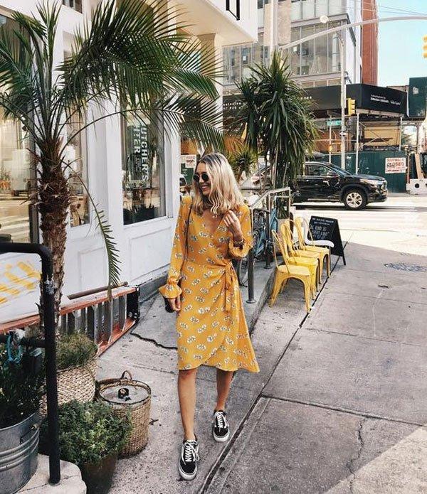 it-girl - vestido-floral-tenis - tênis - verão - street style