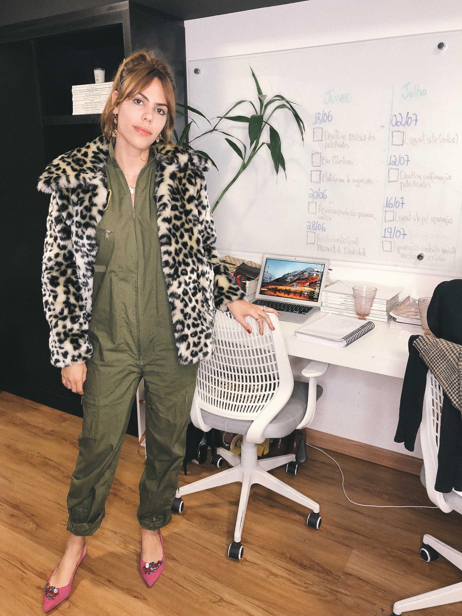 Catharina Dieterich - macacão-verde-militar-sapato-rosa-casaco-oncinha - casaco oncinha - inverno - street style