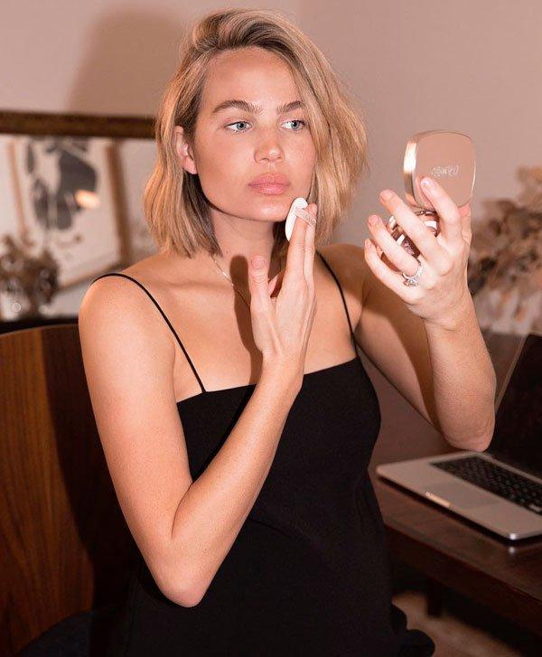 Brooke Testoni/Reprodução - maquiagem-base-cuidados-pele - maquiagem - todas - casa