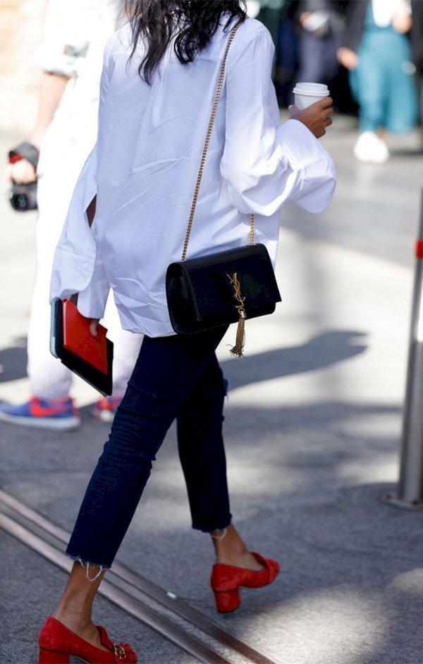 it girl - camisa-branca-calca-jeans - salto baixo - meia estação - street style