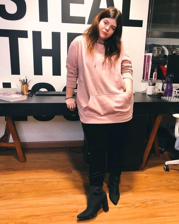 @CarolCarlovich - calca-moletom-blusa-moletom-bota-skinny - roupa-moletom - inverno - estúdio