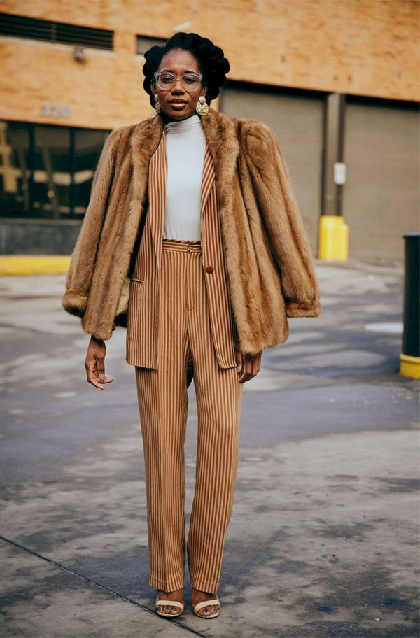 it girl - casaco-pelo-bege-conjunto-listra-bege-sapato-bege - bege - inverno - street style