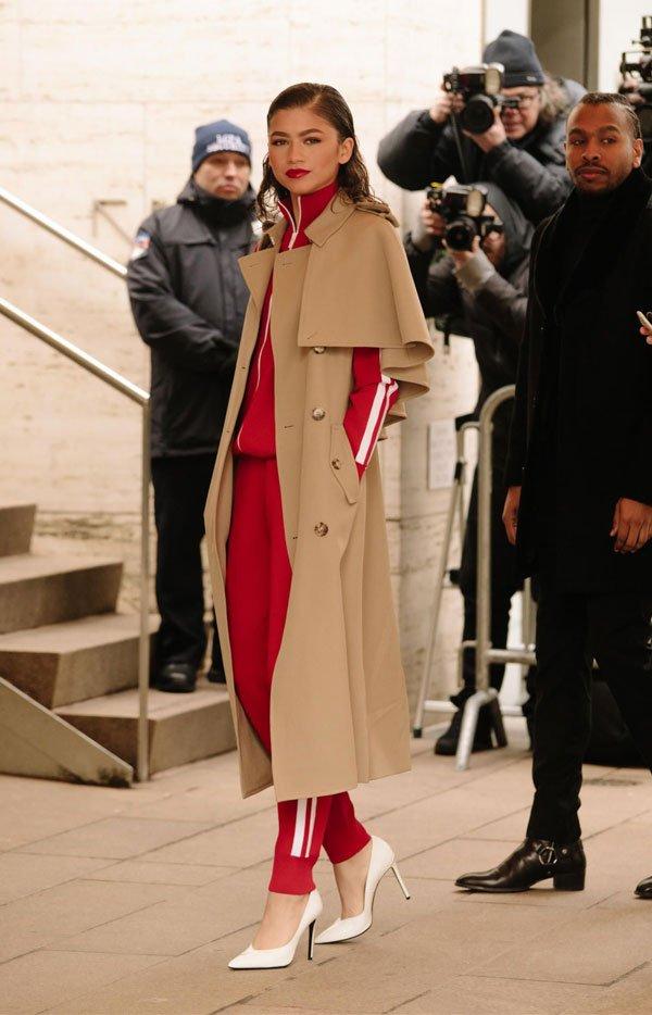 it girl - casac-bege-conjunto-spoty-vermelho-salto-branco - bege - inverno - street style