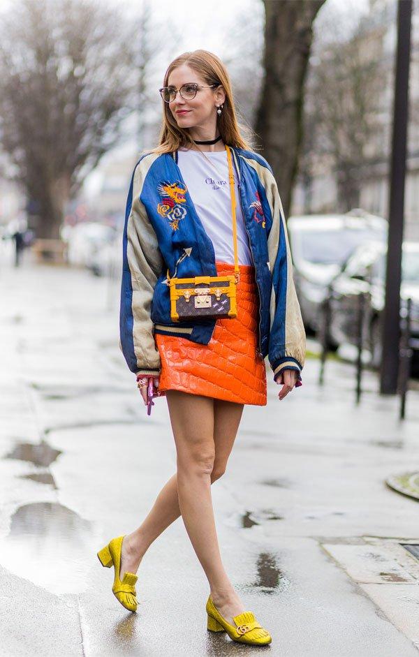 Chiara Ferragni - saia-laranja-sapato-amarelo-blusa - salto baixo - meia estação - street style