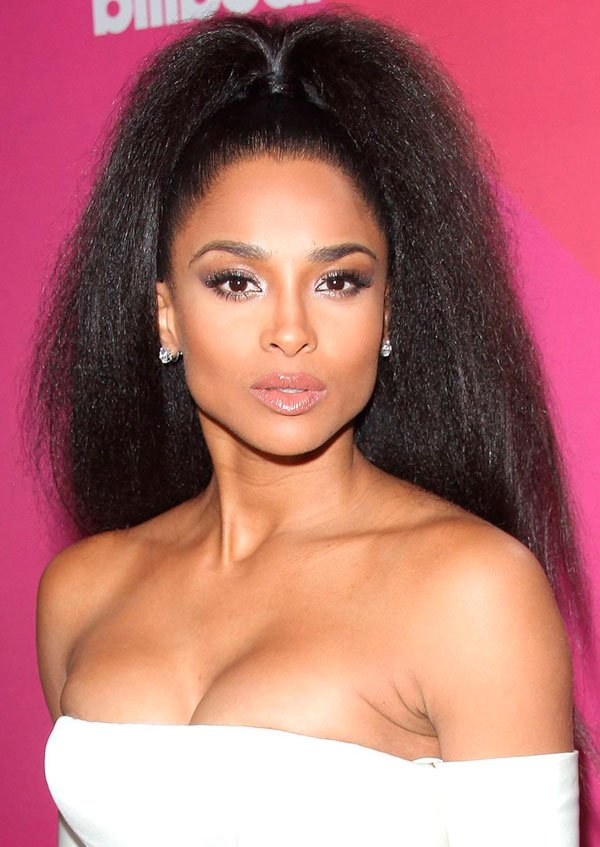 Ciara/Reprodução - ciara-penteado-cabelo-fios - Penteado alto  - todas - red carpet