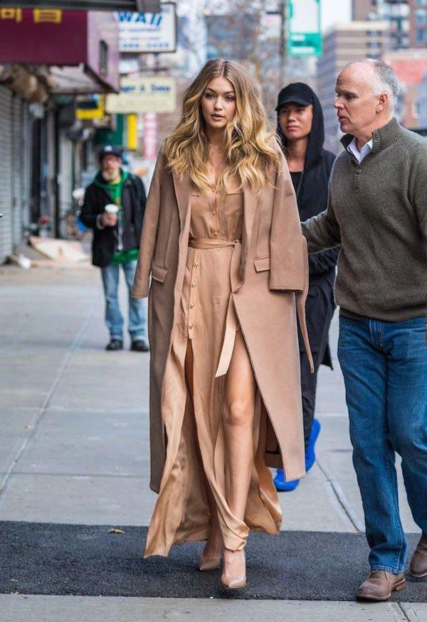 Gigi Hadid - gigi-hadid-vestido-bege-sapato-bege-casaco-bege - bege - inverno - street style