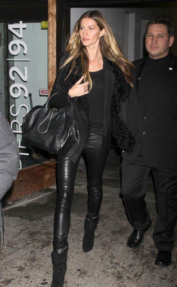 Gisele Bündchen - calça-couro-all-black - calça-couro - inverno - street style