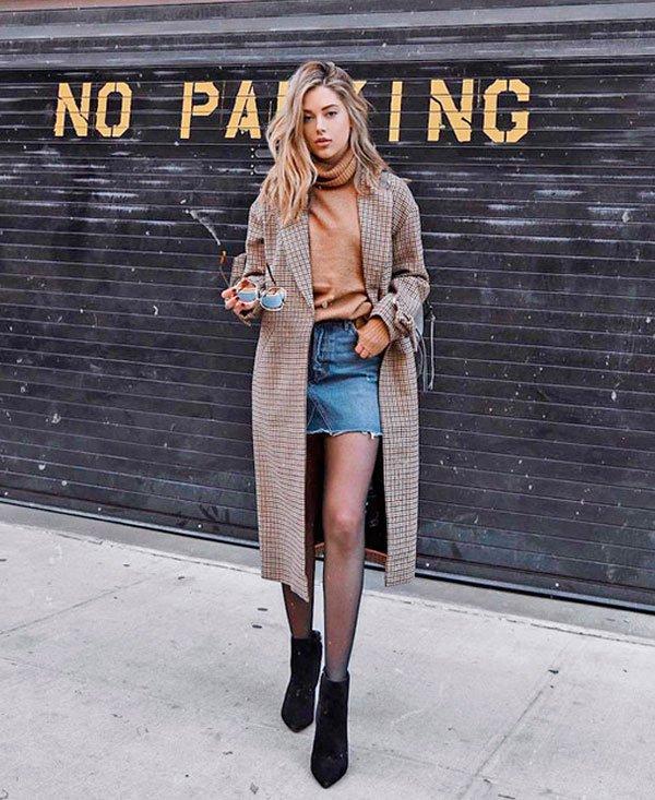 it-girl - moletom-trench-coat-saia-jeans-bota - saia jeans - inverno - street style