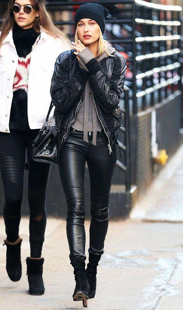 Hailey Baldwin - calça-couro-bomber-bota - calça-couro - inverno - street style